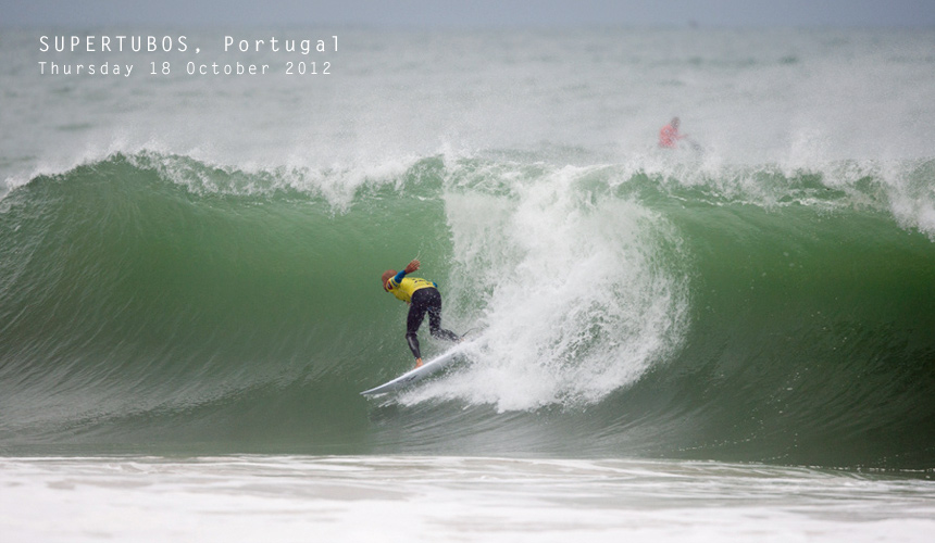 Kelly Slater lost out in a frustrating Round 3 heat at Supertubos in Portugal against Brazilian Raoni Monteiro. His early loss narrows the odds at the top of the rankings and will surely make for an exciting title race going in to Santa Cruz and Pipe as the 2012 World Tour winds down.<br /> Image by: Kelly Cestari / ASP