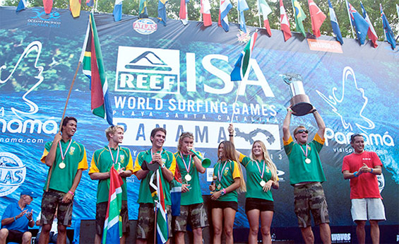 Team South Africa, the 2013 Reef ISA World Surfing Games Team Champions, holding the Fernando Aguerre World Team Champions Trophy and IOC President's Trophy. Photo: ISA/Rommel Gonzales
